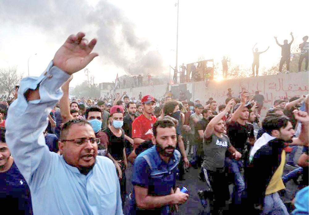 كاتيوشا على مطار البصرة... والعبادي يحذر من صراع مسلح