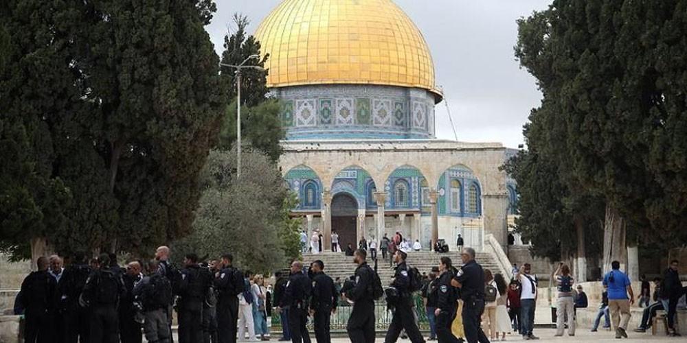 150 متطرفًا إسرائيليًا على رأسهم وزير يقتحمون الأقصى
