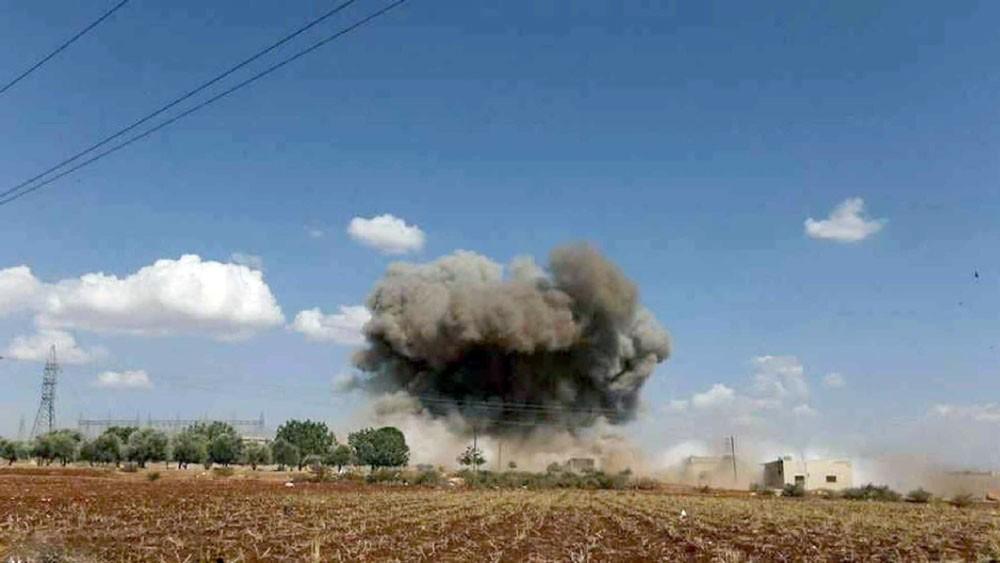 تجدد غارات روسيا والنظام على إدلب... والنزوح مستمر