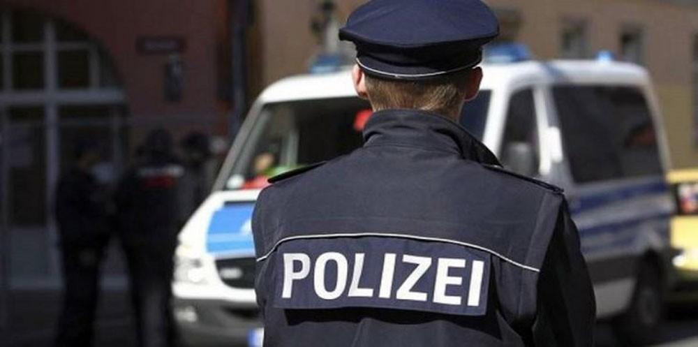 الشرطة تبحث عن مجهول يوزع النقود