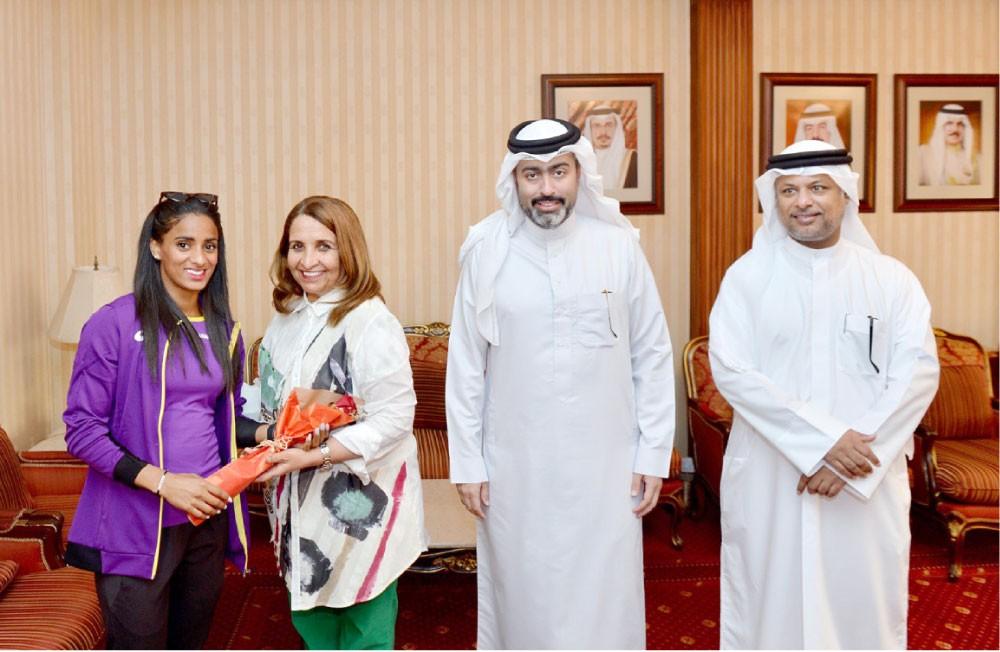 حياة بنت عبدالعزيز تستقبل أبطال ألعاب القوى