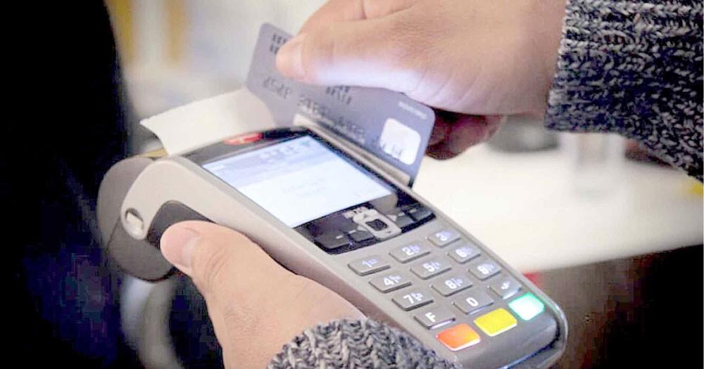 """بنوك تحتسب صرف أعلى للدولار مقابل الدينار... و """"المركزي"""" ينبه"""