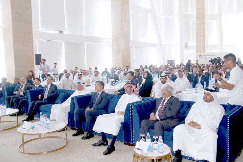 كمال أحمد: 284 مليون دينار استثمارات مشغلي الاتصالات بالبحرين