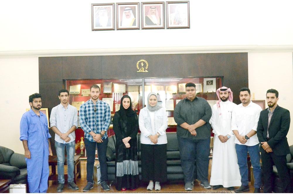 """طلبة جامعة البحرين ينهون تدريبهم في """"بناغاز"""""""