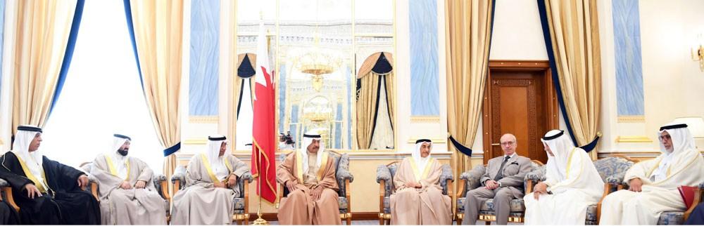 """سمو رئيس الوزراء: الحكومة و""""الغرفة"""" تجمعهما شراكة إستراتيجية وهدف تنشيط المسار التجاري"""