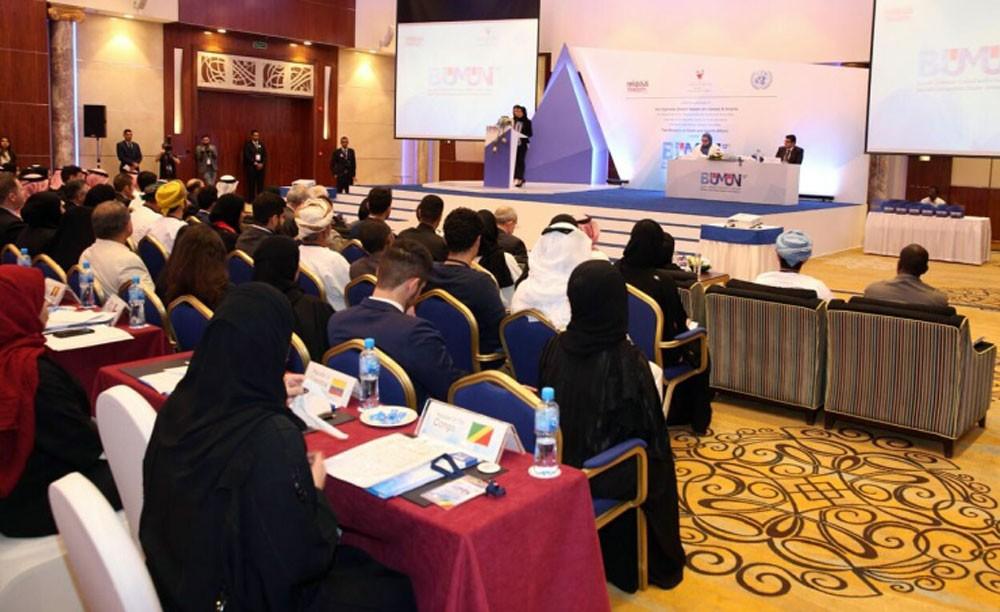 """البحرين تدخل """"جينيس"""" بتنظيم أكبر درس في العالم"""
