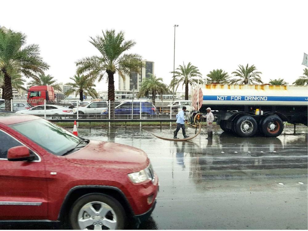 فريق طوارئ استعدادًا للأمطار