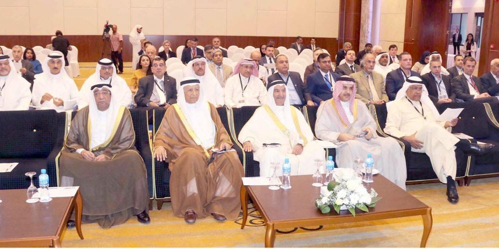 """""""الدانة - فيرغسون"""" يبحث تعزيز مكانة البحرين الاستثمارية"""