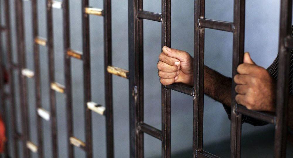 رسالة مدرّس تقوده للسجن