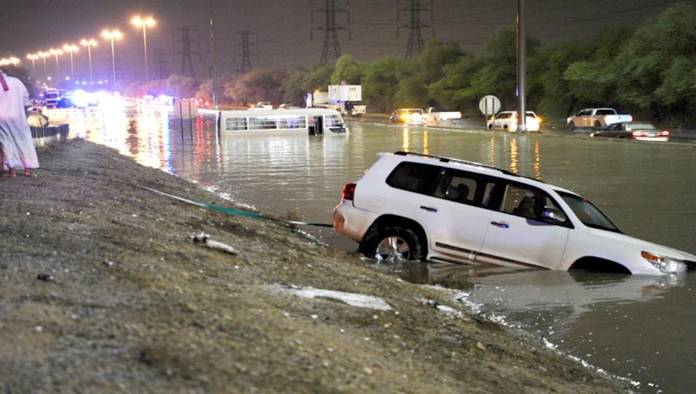 الأمطار تطيح بوزير الأشغال الكويتي