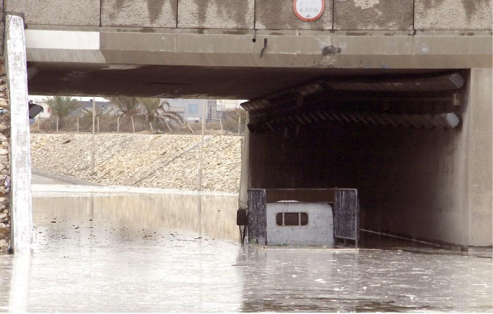 """""""ساعة مطر""""... تضع البحرين في خطر"""