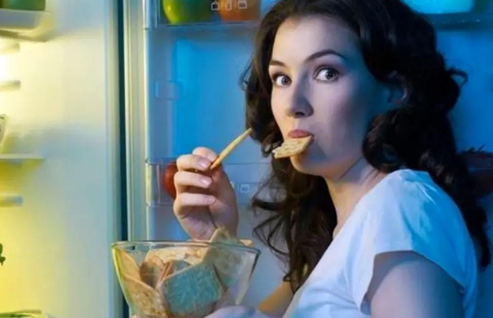 تحذير من تناول الطعام في وقت متأخر
