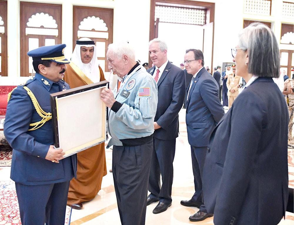 جلالة الملك يشهد العروض الجوية المصاحبة للمعرض الدولي للطيران