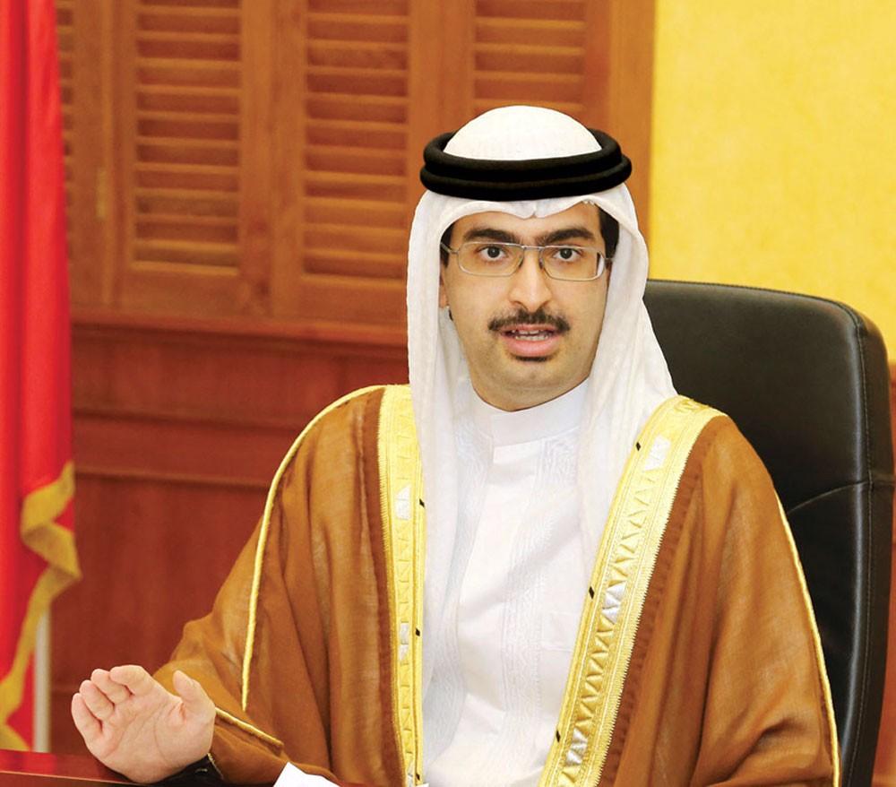 سمو الشيخ خليفة بن علي يهنئ الممثل الشخصي لجلالة الملك