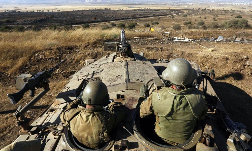 """إسرائيل تطلق النار على عناصر من """"حزب الله"""""""