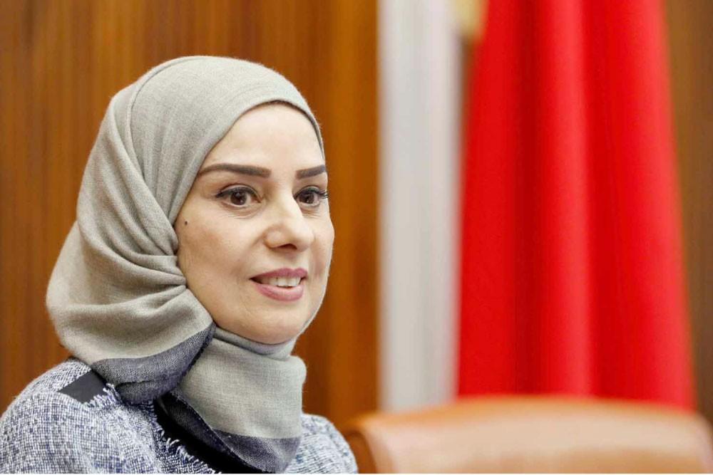 """فوزية زينل أول امرأة ترأس """"النواب"""" في تاريخ البحرين"""