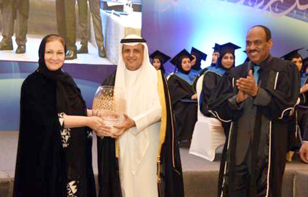 الجامعة العربية المفتوحة تحتفل بتخريج الفوج 12