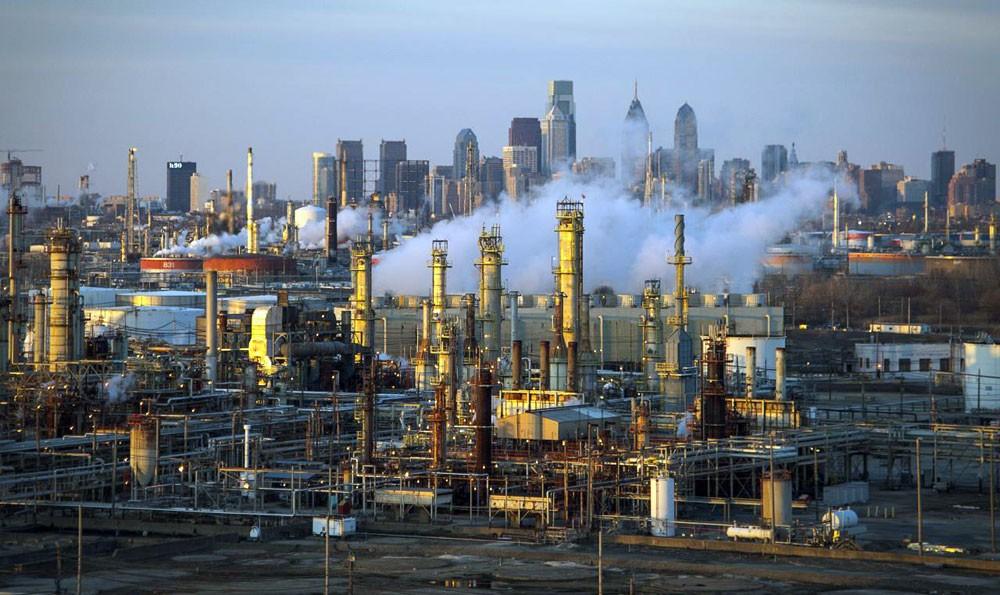 أسعار النفط تنخفض 4 %