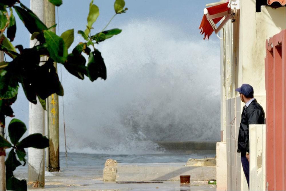 فيضانات في هافانا بعد رياح عاتية