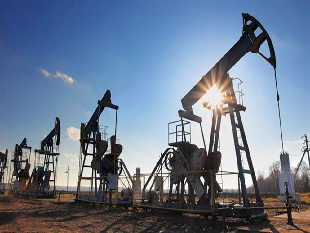 النفط يرتفع مع خفض بالإمدادات