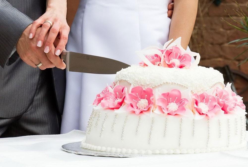 """كعكة زفاف """"مزيفة"""" تدمر ليلة العمر"""