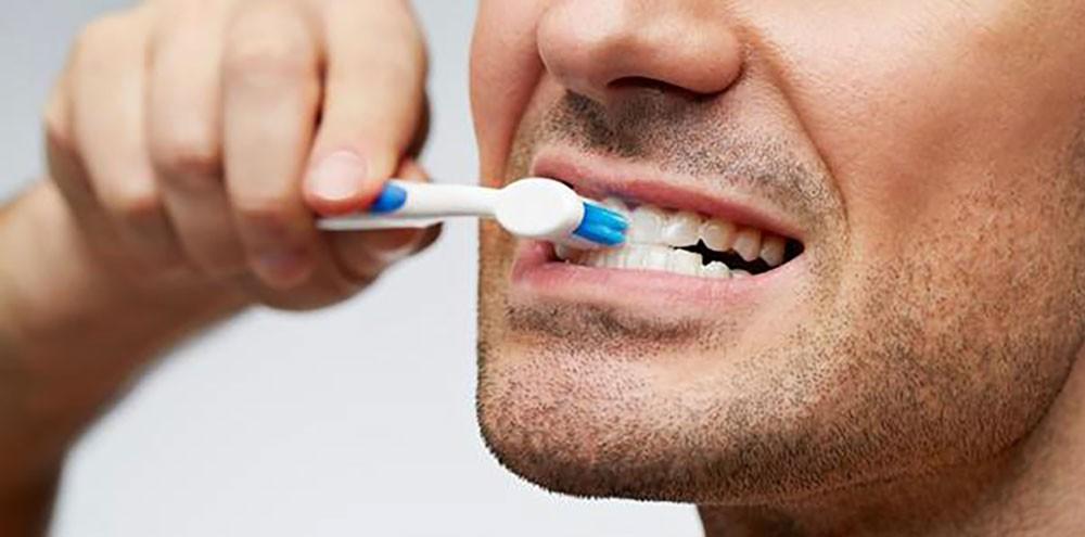 ما العلاقة بين تنظيف الأسنان والعجز الجنسي؟