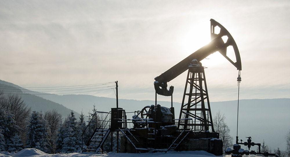 النفط يهبط 1 % بفعل محادثات التجارة