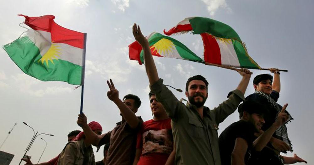 رفع أعلام كردية في كركوك يثير توترا