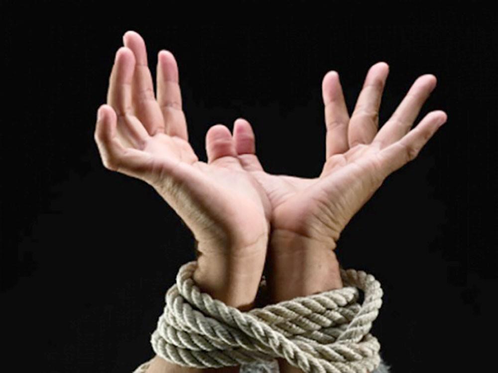 دور شعبة مكافحة الاتجار بالبشر في تأمين الحماية للضحايا