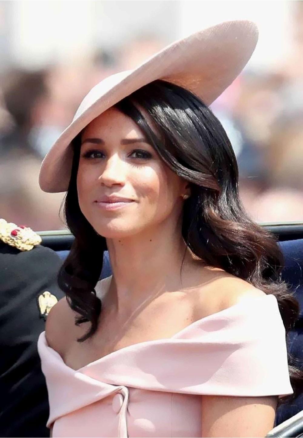ملكة بريطانيا تسند مهاما ملكية لميغان ماركل