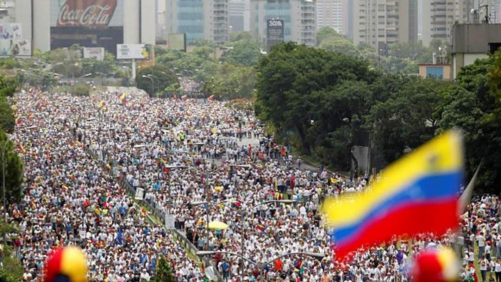 واشنطن تدعو إلى تشكيل حكومة جديدة في فنزويلا