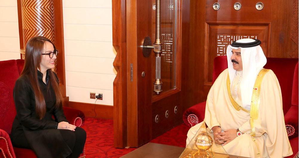 العاهل: وصول المرأة لرئاسة البرلمان حدث تاريخي وإنجاز على مستوى المنطقة