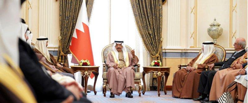 سمو رئيس الوزراء يشيد بالنهضة البحرينية