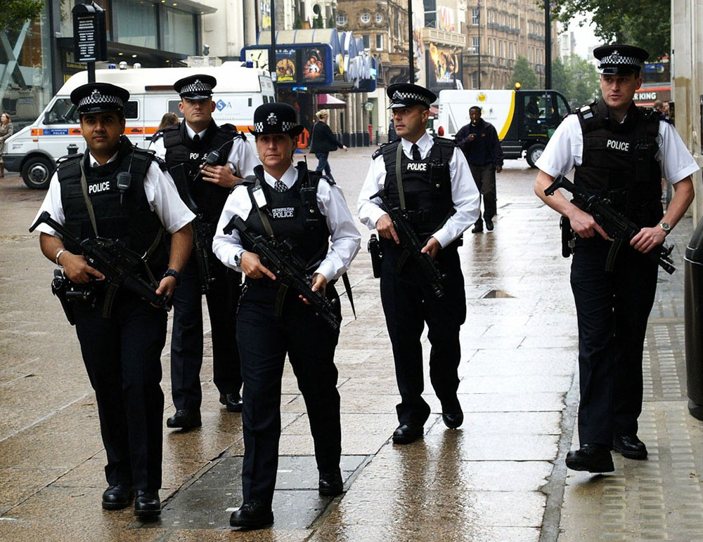 """طرود """"مشبوهة"""" تربك الحركة في لندن"""
