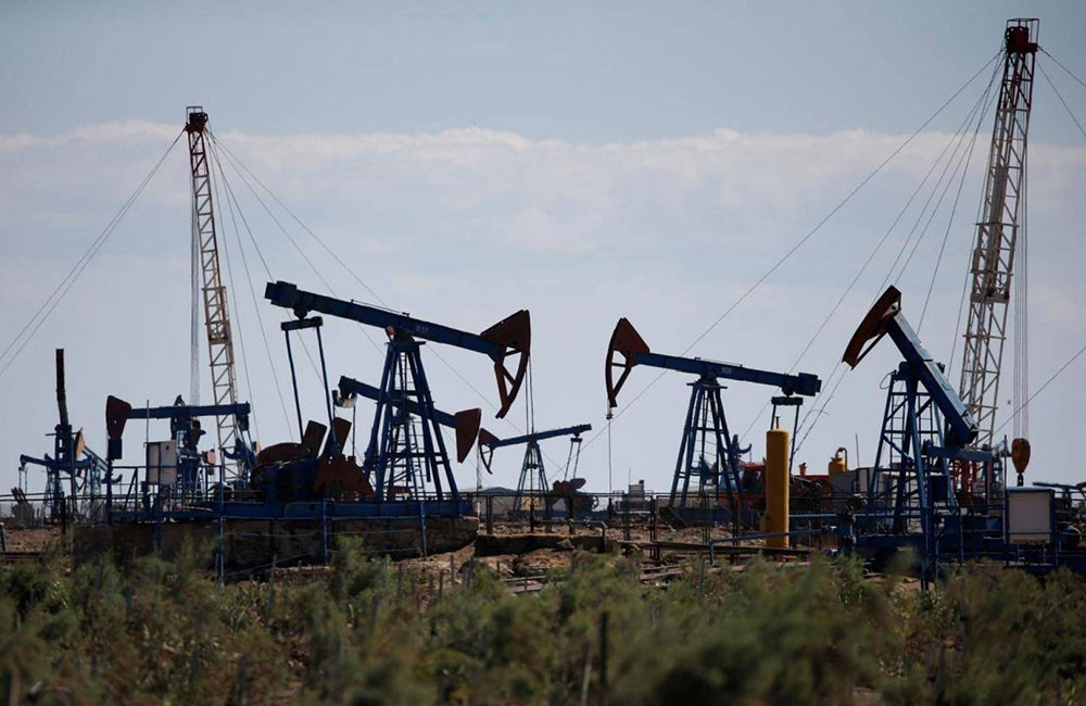 النفط يقترب من 66 دولارا للبرميل