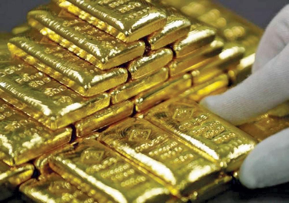 الذهب يهبط مقابل قوة الدولار