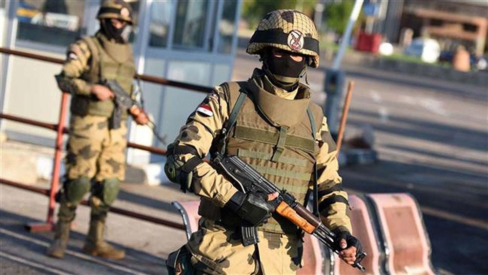 الجيش المصري يدمر أنفاقا في شمال سيناء