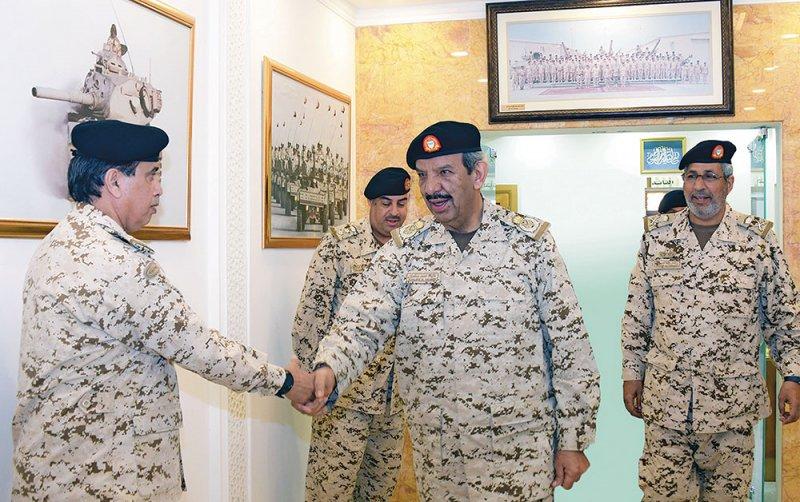 """القائد العام: مسؤوليات جسام تتحملها """"الدفاع"""""""