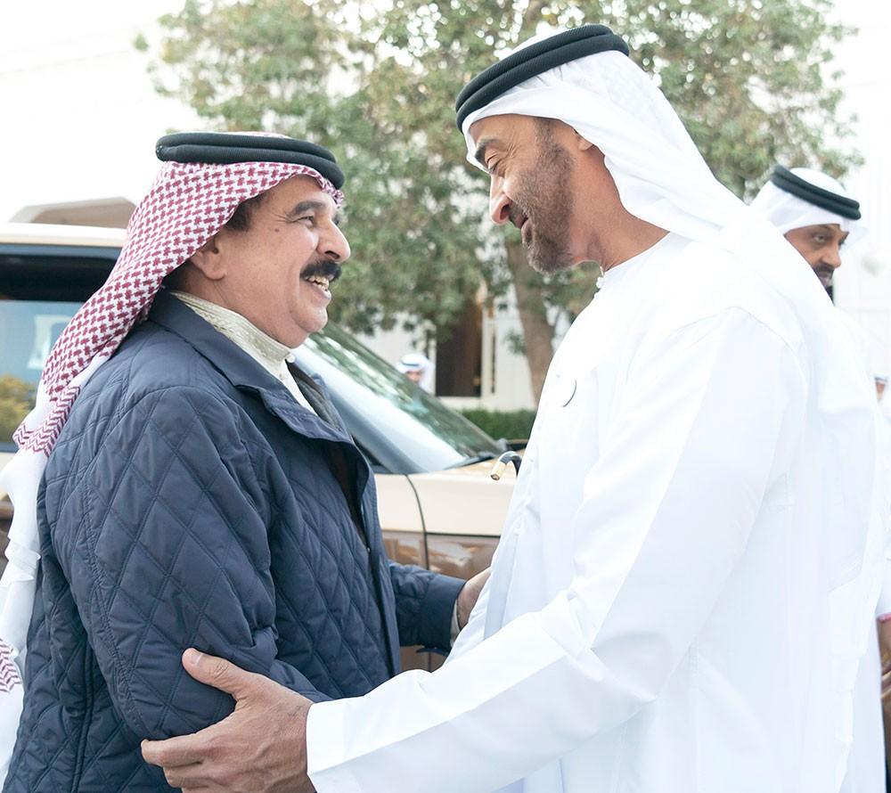عاهل البلاد وولي عهد أبوظبي يبحثان المستجدات