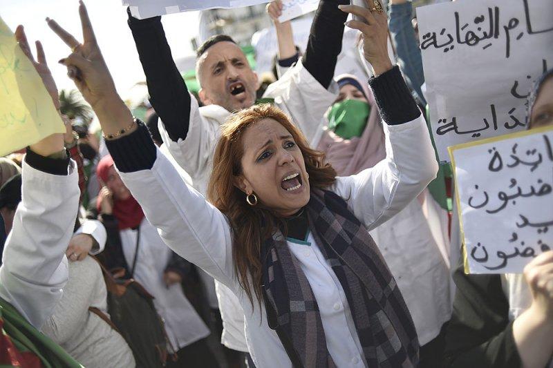 الاحتجاجات مستمرة وسط الجزائر