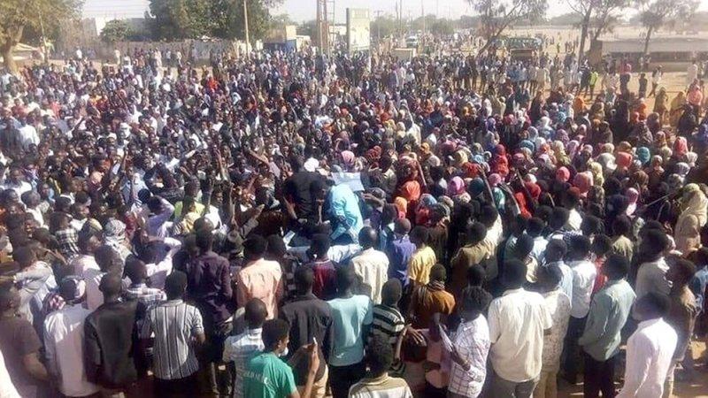 تعديل وزاري وعصيان مدني في السودان