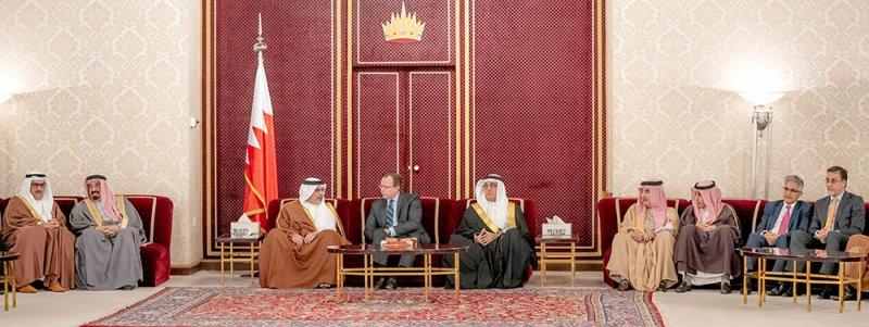 سمو نائب جلالة الملك يرحب برواد مجلسه الأسبوعي