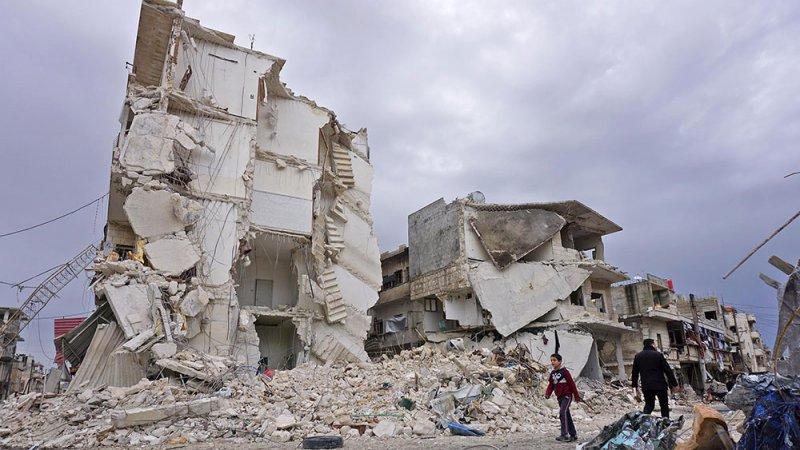 13 قتيلا بغارات جوية على إدلب