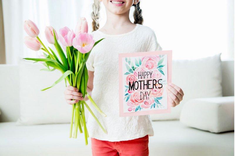 """لماذا نحتفل بـ """"عيد الأم""""؟"""