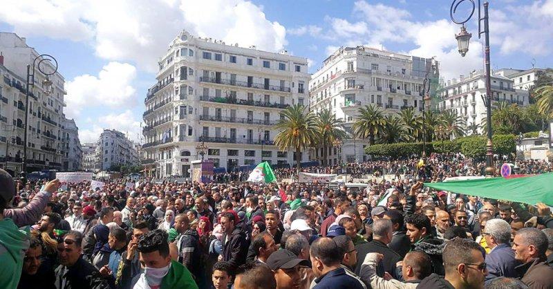 طلاب الجزائر يعلنون إضرابا وطنيا