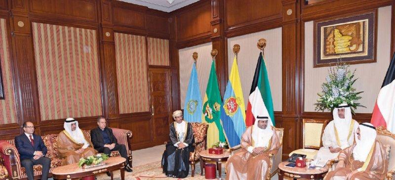 أمير الكويت يستقبل الرميحي ويشيد بعمق العلاقات