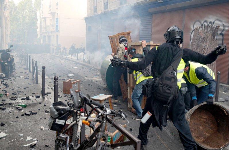 """مواجهات عنيفة في """"يوم العمال"""""""