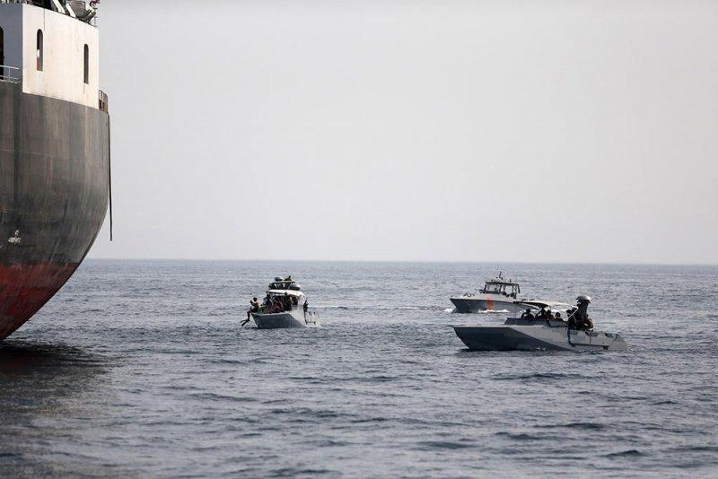 صحيفة إيرانية ترحب بتخريب سفن في الخليج