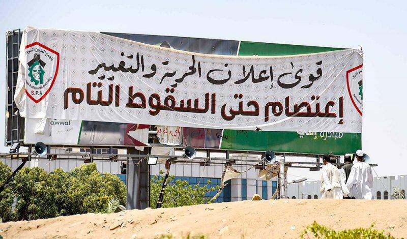 مقتل ضابط و5 محتجين بالسودان
