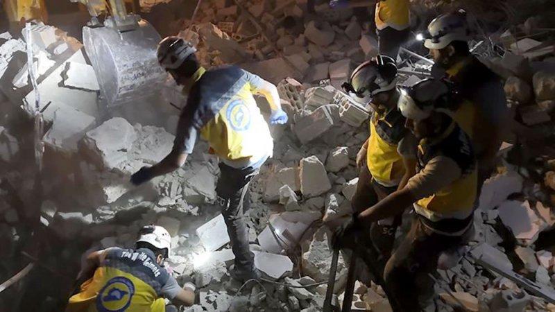 مقتل 5 مدنيين في غارات للنظام على إدلب